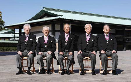 *藤島先生 写真(5名の内の一番右)