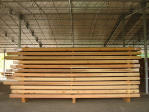 輪掛けを終え、製材された材木